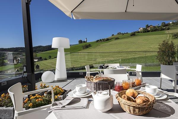colazione senza glutine in terrazza hotel villamadonna